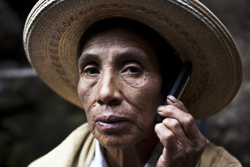 Quipu Project Woman holding a phone