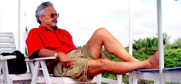 David Suzuki relaxing